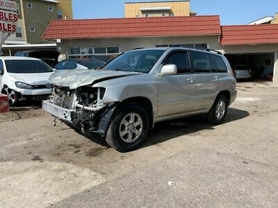 2006 Toyota Highlander Base AWD 4dr SUV w/3rd Row 2006 Toyota Highlander, Silver with 148705 Miles available now!